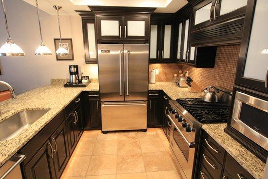 Waldorf Astoria Park City : Ample kitchen 1bd/2ba suite