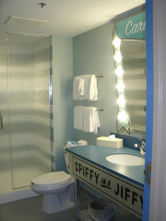 Disney's Art of Animation Resort: Both bathrooms were good sized.