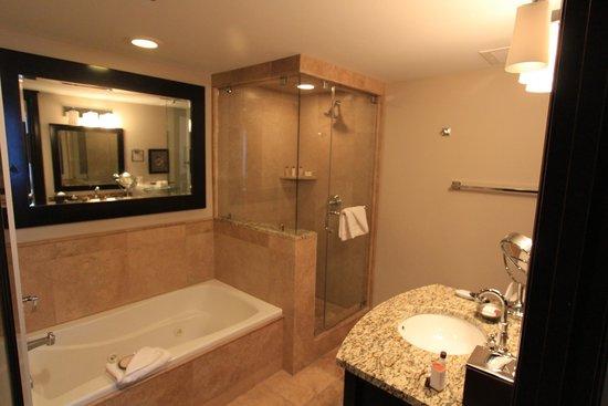 Waldorf Astoria Park City : Master bathroom for the 1bd/2ba room