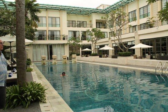 Aryaduta Medan: the pool