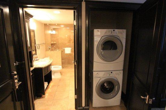 Waldorf Astoria Park City : Handy laundry by hallway bathroom