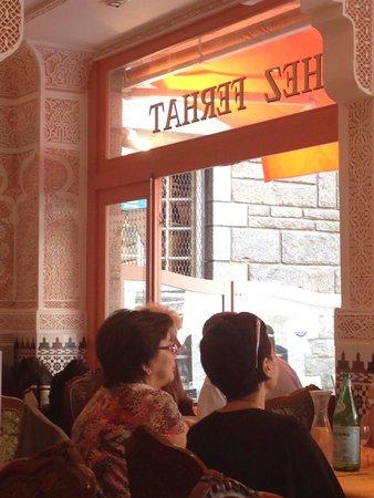 Chez Ferhat: Molto belle le decorazioni alle pareti!