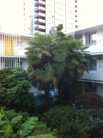 The Burrard: Courtyard