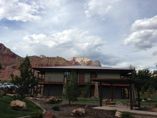 La Quinta Inn & Suites at Zion Park / Springdale: Our building
