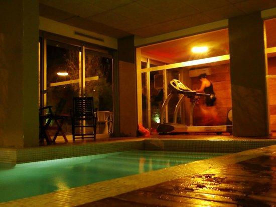 Costa Colonia Riverside Boutique Hotel: Piscina aquecida e sala de ginástica. Adoramos.