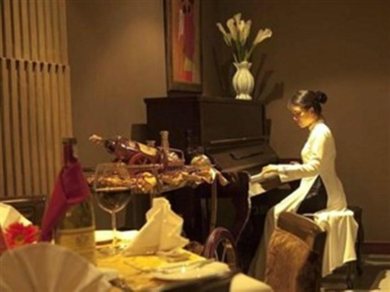 Church Boutique Hotel 49 Lan Ong: Piano Area in the restaurant make us liked