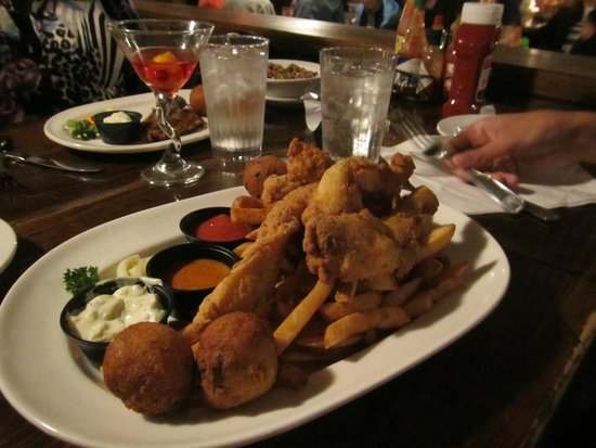 Lagniappe Cajun Creole Eatery : Fish and Frog legs.