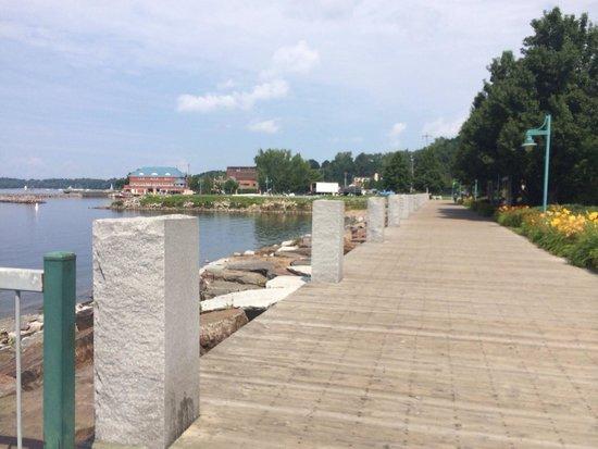Waterfront Park : Nice boardwalk