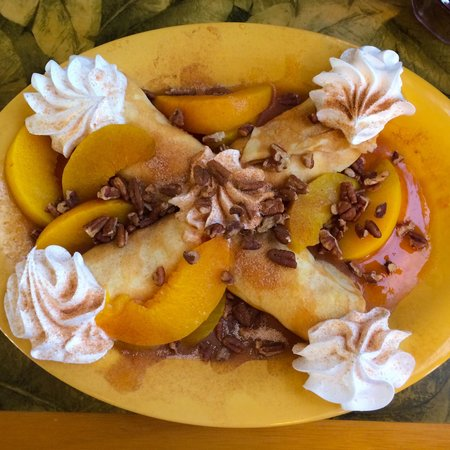 Sweet Sage Cafe: The Yummy Peach & Pecan Crepes
