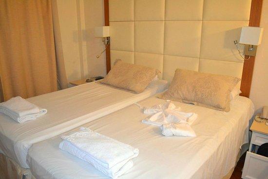 The King Jason Paphos : Bedroom Room 72