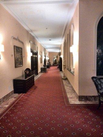 Hotel Palacio de Valderrabanos: Pasillo