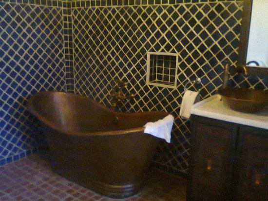 Guayaba Inn: Una hermosa tina de baño