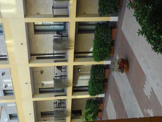 Holiday Inn Express Rome - San Giovanni: Rooms on the courtyard