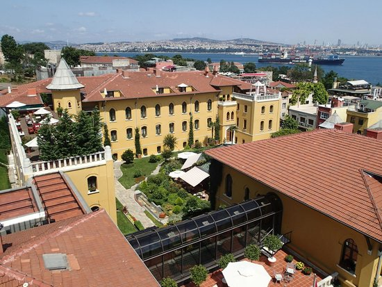 Seven Hills Hotel : View from the roof terrace towards the Four Seasons Hotel and the Bosphorus