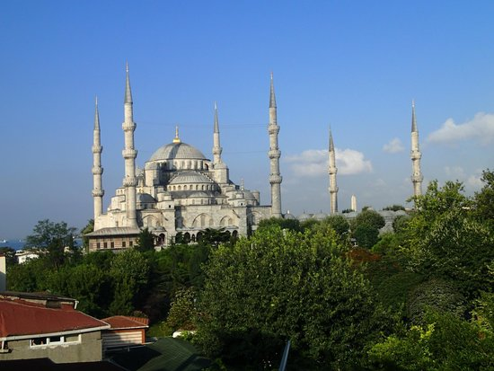 Seven Hills Hotel: Blue Mosque from the roof terrace