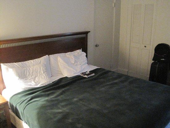 Hotel Pennsylvania New York : Säng med platta kuddar