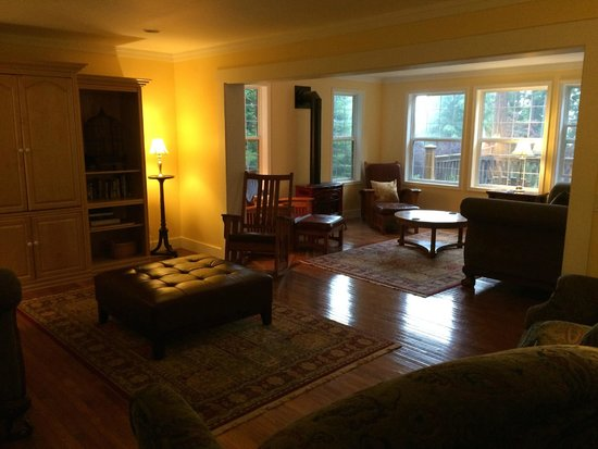Orcas Island Bayside Cottages: Living Room