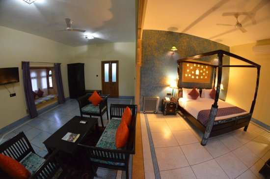The Gulaal : Pool View Suite