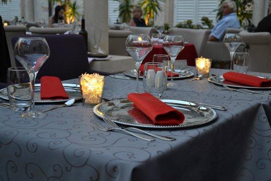Restaurant Dubrovnik: a table