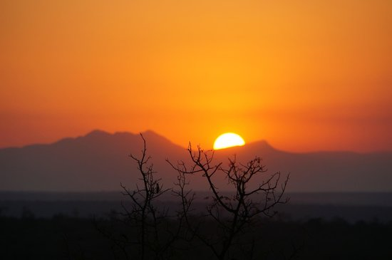 Mopaya Safari Lodge: coucher de soleil sur Mopaya