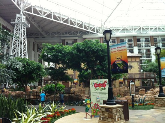 Gaylord Texan Resort & Convention Center : Interior - Large Feel