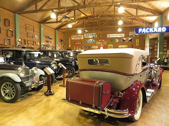 Fort Lauderdale Antique Car Museum: Shiny and new as the day they were made.