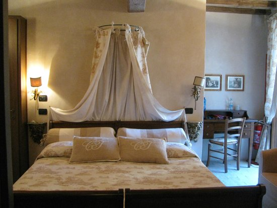 Castello di Vigoleno: Camera nella dependance