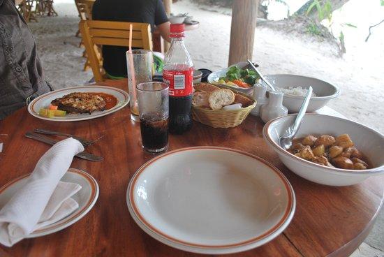 Bonbon Plume : Poisson, légumes, Poulet curry et riz, un régal!