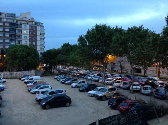 Aparthotel Aura Park: public parking  opposite