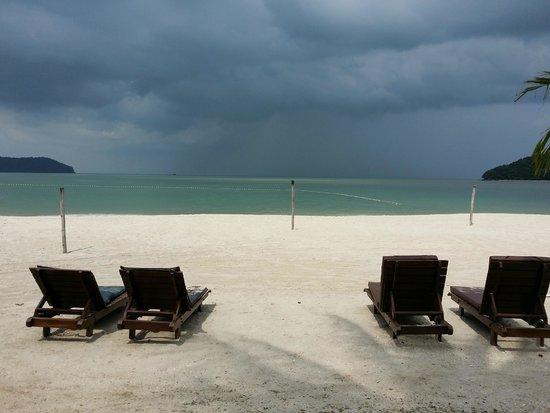 Meritus Pelangi Beach Resort & Spa, Langkawi: Resort beach