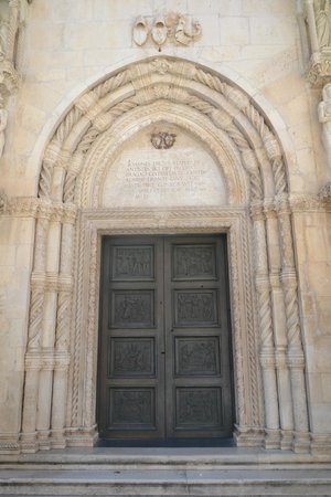 The Cathedral of St James in Sibenik: portaal