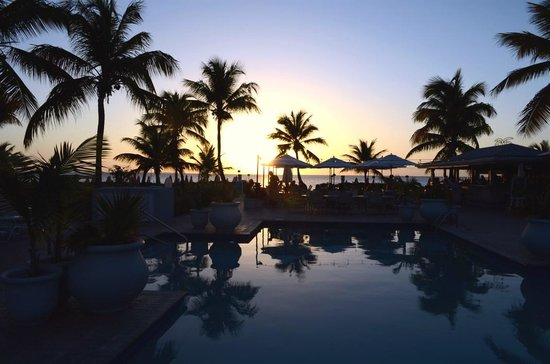 Ocean Club Cabana Bar & Grill: Breath taking view of the Cabana Bar & Grill, while dining at sunset.