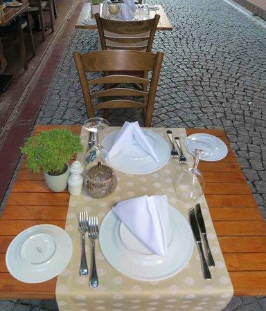 Pasazade Restaurant Ottoman Cuisine: Al fresco table_Paşazade, Istanbul