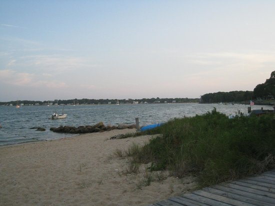 Silver Sands Motel & Beach Cottages: Pipes Cove, Greenport