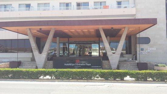 Hotel & Spa S'Entrador Playa: The hotel entrance
