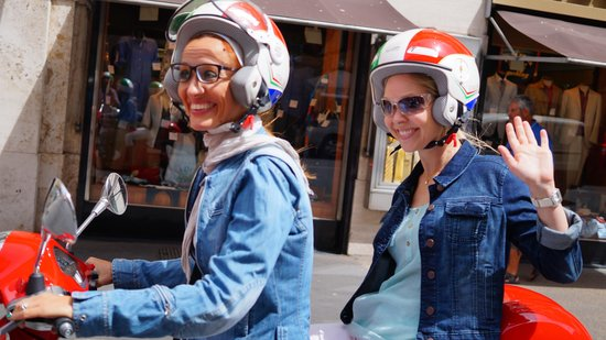 My Vespa Sightseeing Tours: Wave for the camera