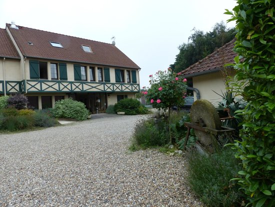 Hostellerie Le Clos du Moulin : courtyard