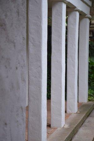 Tamarind Village : ground floor corridor