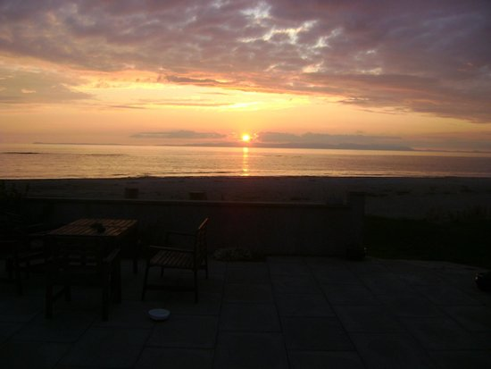 Argyll Hotel: sunset from the patio