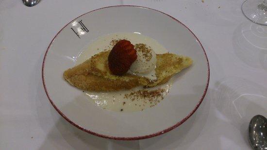 Torrija con base de arroz con leche y helado de vainilla