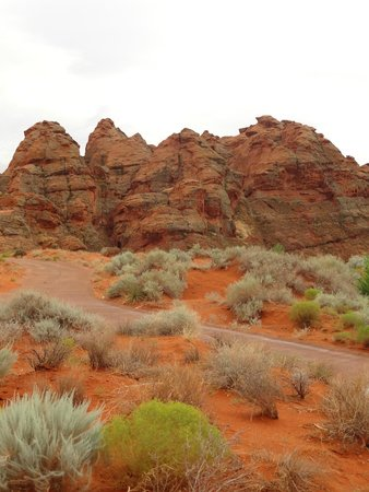 The Villas At Sand Hollow: Nearby view of red rock