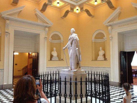 Virginia Capitol Building: Statue of General Washington
