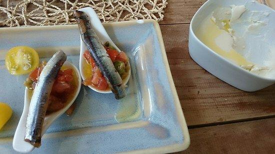 El Molin de Mingo: Anchoas ahumadas con aguacate