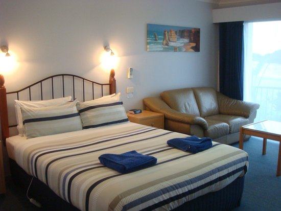 Apollo Bay Waterfront Motor Inn: Comfy bed