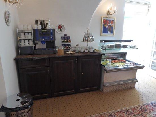 Schlosshotel Zdikov: buffet breakfast