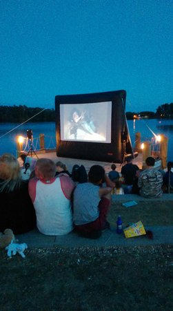 Tattershall Lakes Country Park: outdoor cine.a
