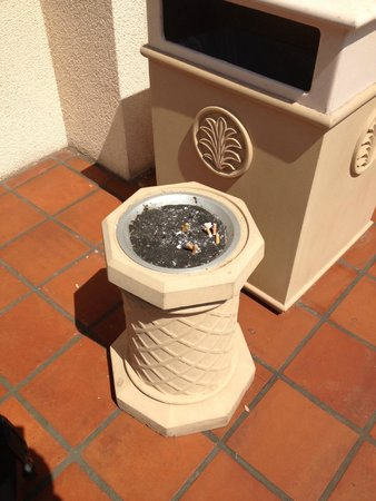 Hilton San Diego Resort & Spa: No doubt smokers love this place...
