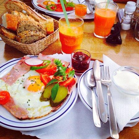 Sant Francesc de Formentera, Spain: Ottima colazione!Prezzi nella norma,servizio veloce.Wi-fi disponibile.Locale caratteristico e ge