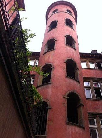 Hotel des Artistes : traboule vieux lyon