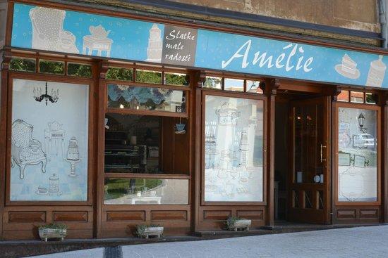Amelie : Outside